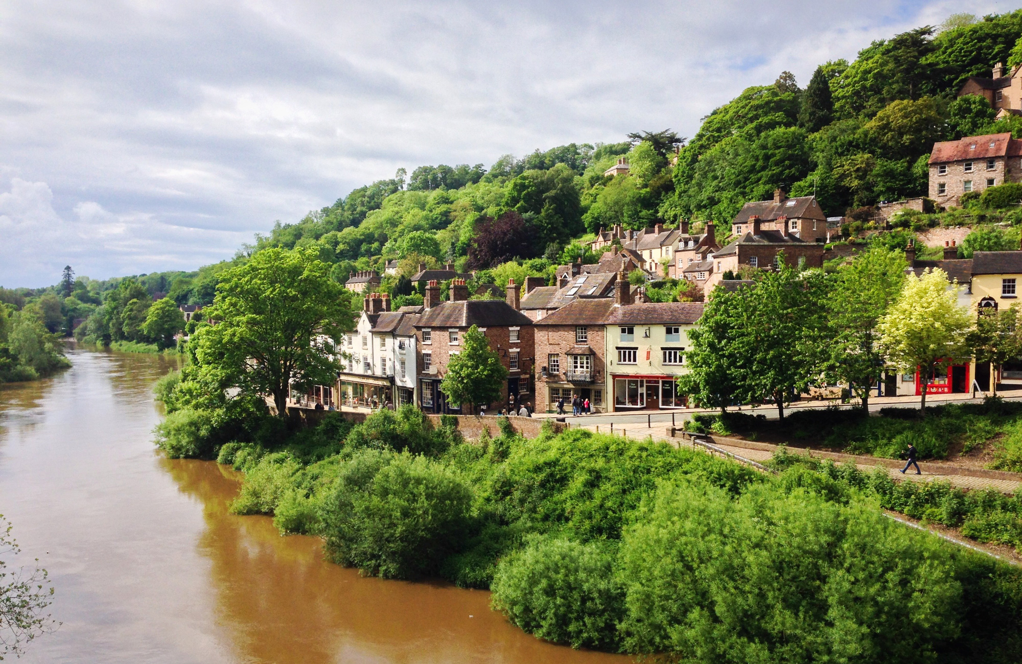 Save an average of £30 on Dog Friendly Cottages In Shropshire